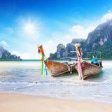 Îles tropicales avec des bateaux Photos libres de droits