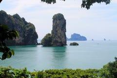 Îles tropicales de chaux dans Krabi Photographie stock