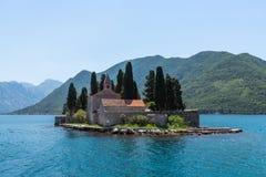 Îlot naturel avec le monastère de George Benedictine de saint Compartiment de Kotor montenegro images stock
