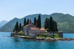 Îlot naturel avec le monastère de George Benedictine de saint Compartiment de Kotor montenegro image stock