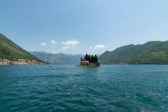 Îlot naturel avec le monastère de George Benedictine de saint Compartiment de Kotor montenegro photos libres de droits