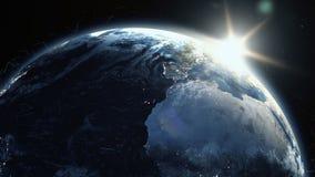 Ρεαλιστική ανατολή πέρα από το πλανήτη Γη με το πλέγμα πλέγματος ψηφιακών στοιχείων γύρω ελεύθερη απεικόνιση δικαιώματος