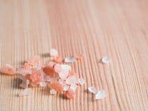 Ρόδινο άλας Himalayan στα κρύσταλλα στοκ φωτογραφία με δικαίωμα ελεύθερης χρήσης