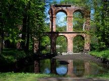Όμορφη άποψη της λίμνης και του ιστορικού υδραγωγείου στοκ φωτογραφίες με δικαίωμα ελεύθερης χρήσης