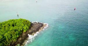 Όμορφη άποψη του θαλάσσιου λιμένα με τα αλιευτικά σκάφη, βίντεο 4k, ψαροχώρι απόθεμα βίντεο