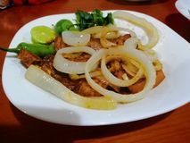 όμορφη εύγευστη μπριζόλα χοιρινού κρέατος στοκ φωτογραφίες