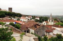 Όμορφος μικροσκοπικός οι οδοί, οι τοίχοι, και οι στέγες σε Obidos στοκ φωτογραφίες με δικαίωμα ελεύθερης χρήσης