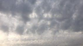 όμορφος μπλε ουρανός σύνν&e ουρανός σύννεφων Ουρανός με το μπλε σύννεφων καιρικής φύσης σύννεφων μπλε ήλιος ουρανού σύννε& απόθεμα βίντεο