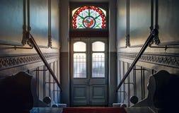 Όμορφο εσωτερικό της οικοδόμησης της εισόδου με το μολυβδούχο πλακάκι στοκ εικόνες