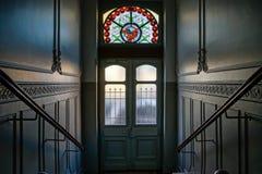 Όμορφο εσωτερικό της οικοδόμησης της εισόδου με το μολυβδούχο πλακάκι στοκ εικόνες με δικαίωμα ελεύθερης χρήσης