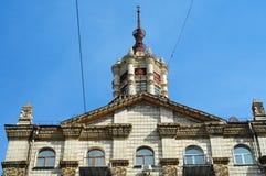 Όμορφο διακοσμημένο κτήριο στο κλασσικό ύφος σε Khreschatyk, Κίεβο στοκ εικόνα με δικαίωμα ελεύθερης χρήσης
