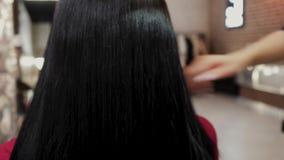 όμορφο τρίχωμα μακρύ Γυναίκα ομορφιάς με την πολυτελή ευθεία μαύρη τρίχα Προκλητικό πρότυπο κορίτσι brunette με την υγιή τρίχα κυ απόθεμα βίντεο
