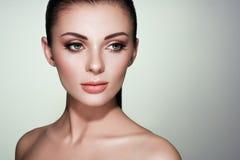 Όμορφο πρόσωπο γυναικών με το τέλειο makeup στοκ εικόνες