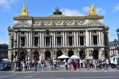 Όπερα Garnier που συσσωρεύεται με τους ανθρώπους LE Marais Quarter Παρίσι, Γαλλία, στις 15 Αυγούστου 2018 στοκ εικόνες