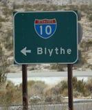 Σημάδι κατά μήκος διακρατικών 10 που δείχνουν Blythe στοκ φωτογραφία με δικαίωμα ελεύθερης χρήσης