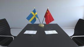 Σημαίες της Σουηδίας και της Κίνας και έγγραφα για τον πίνακα Διαπραγματεύσεις και υπογραφή μιας διεθνούς συμφωνίας Εννοιολογικός διανυσματική απεικόνιση