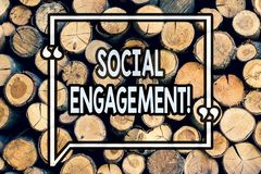 Σημείωση γραψίματος που παρουσιάζει κοινωνική δέσμευση Η θέση επίδειξης επιχειρησιακών φωτογραφιών παίρνει την υψηλή προσιτότητα  στοκ φωτογραφίες