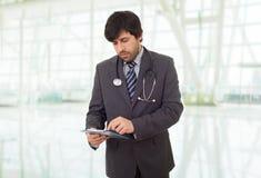 Σκέψη γιατρών στοκ εικόνες