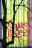 Σκιά δέντρων εκτός από το σύνθημα στοκ εικόνες