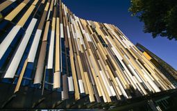 Σύγχρονος ζωηρόχρωμος η κυματίζοντας πρόσοψη της έδρας τράπεζας ASB, τέταρτο Wynyard, Ώκλαντ, Νέα Ζηλανδία στοκ φωτογραφία με δικαίωμα ελεύθερης χρήσης