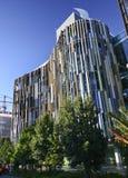 Σύγχρονος ζωηρόχρωμος η κυματίζοντας πρόσοψη της έδρας τράπεζας ASB, τέταρτο Wynyard, Ώκλαντ, Νέα Ζηλανδία στοκ εικόνες με δικαίωμα ελεύθερης χρήσης