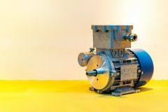 Σύγχρονος του ηλεκτρικού κινητήρα υψηλής τεχνολογίας με το διάστημα αντιγράφων στοκ εικόνες με δικαίωμα ελεύθερης χρήσης