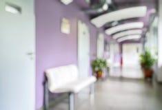 Σύγχρονο εσωτερικό κλινικών ως δημιουργικό αφηρημένο υπόβαθρο θαμπάδων στοκ εικόνα