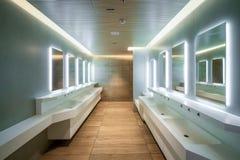 Σύγχρονο σχέδιο της δημόσιων τουαλέτας και του χώρου ανάπαυσης στοκ φωτογραφίες