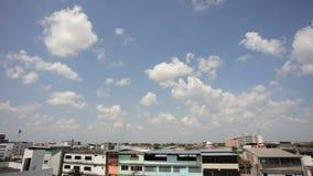 Σύννεφα και ουρανοί στο φυσικό φως απόθεμα βίντεο