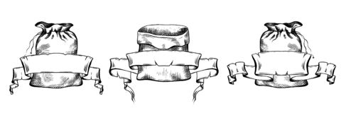 Σύνολο γραπτών απεικονίσεων συρμένων των χέρι τσαντών καμβά με το έμβλημα περγαμηνής κυλίνδρων Αντικείμενα χωριστά από το υπόβαθρ ελεύθερη απεικόνιση δικαιώματος