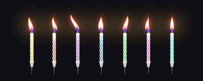 Σύνολο ζωηρόχρωμων κεριών κέικ γενεθλίων με το κάψιμο των φλογών διάνυσμα στοκ φωτογραφίες με δικαίωμα ελεύθερης χρήσης