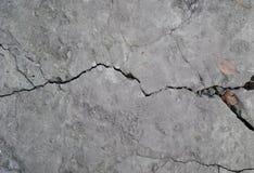 Σύσταση του ραγισμένου γκρίζου σκυροδέματος στοκ εικόνες
