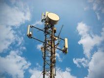 Σταθμός βάσης ή σταθμός πομποδεκτών βάσεων χειμώνας πύργων τηλεπικοινωνιών νύχτας της Μόσχας πόλεων περιοχής dmitrov Ασύρματη συσ στοκ φωτογραφίες με δικαίωμα ελεύθερης χρήσης