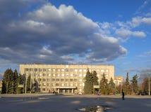Στον καθεδρικό ναό τετραγωνικό Sloviansk, άνοιξη στοκ εικόνες