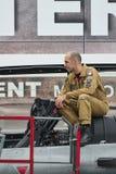 Στρατιωτικός γαλλικός πειραματικός στρατιώτης μαχητών στρατιωτών αγώνα για τον πόλεμο στη συνεδρίαση στοκ φωτογραφίες με δικαίωμα ελεύθερης χρήσης