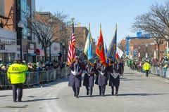 Στρατιωτικός Μάρτιος στην παρέλαση Βοστώνη, ΗΠΑ ημέρας Αγίου Πάτρικ στοκ φωτογραφία