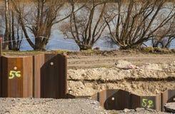 Στυλοβάτης χάλυβα που χτυπά στο έδαφος στοκ εικόνες με δικαίωμα ελεύθερης χρήσης