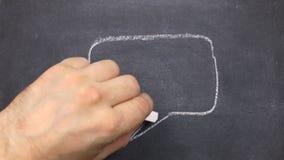 Σχέδιο κιμωλίας, σύμβολα της σκέψης ή της συνομιλίας σε έναν πίνακα απόθεμα βίντεο