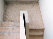 Συγκεκριμένη σκάλα της εξόδου κινδύνου στοκ εικόνα