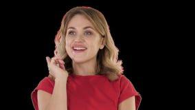Συγκινημένη γυναίκα με μια ιδέα, άλφα κανάλι απόθεμα βίντεο