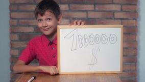 Συνεδρίαση παιδιών στην εκμετάλλευση γραφείων flipchart με το milli εγγραφής στοκ εικόνες