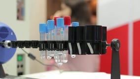Σωλήνες δοκιμής στο εργαστήριο φιλμ μικρού μήκους