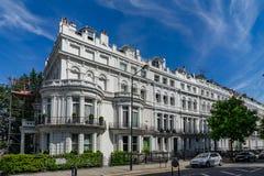 Σπίτια λόφων Notting στη γειτονιά στο Λονδίνο, Αγγλία, UK στοκ εικόνες