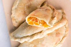 Σπιτική πίτσα calzone στοκ φωτογραφίες με δικαίωμα ελεύθερης χρήσης