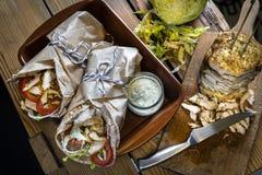 Σπιτικό doner kebab με το κρέας κοτόπουλου στοκ φωτογραφία με δικαίωμα ελεύθερης χρήσης