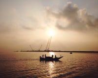 Ψάρια και ανατολή στοκ φωτογραφίες με δικαίωμα ελεύθερης χρήσης