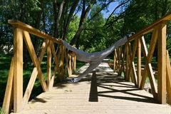 Τέντωμα σε μια γέφυρα στοκ φωτογραφίες με δικαίωμα ελεύθερης χρήσης