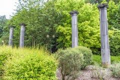 Τέσσερις στήλες πετρών, τα τελευταία υπολείμματα παλαιό Pouhon Pierre LE Grand ή η άνοιξη του Μέγας Πέτρου στη SPA, Βέλγιο στοκ φωτογραφία με δικαίωμα ελεύθερης χρήσης