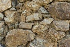 Τακτοποιημένα συσσωρευμένο τραχύ περικοπών πετρών υπόβαθρο σύστασης τοίχων άνευ ραφής στοκ εικόνα με δικαίωμα ελεύθερης χρήσης