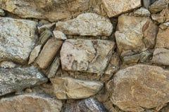 Τακτοποιημένα συσσωρευμένο τραχύ περικοπών πετρών υπόβαθρο σύστασης τοίχων άνευ ραφής στοκ φωτογραφία με δικαίωμα ελεύθερης χρήσης